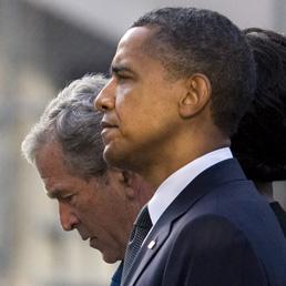 Barack Obama e George W. Bush a New York lo scorso settembre durante la commemorazione dell'attentato alle Torri Gemelle (Ansa)